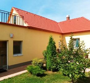 Balatonalmádi felújított családi ház eladó