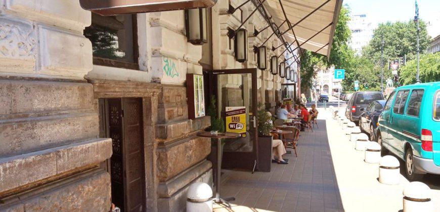 Andrássy út & Liszt Ferenc tér sarkon üzlethelyiség kiadó!